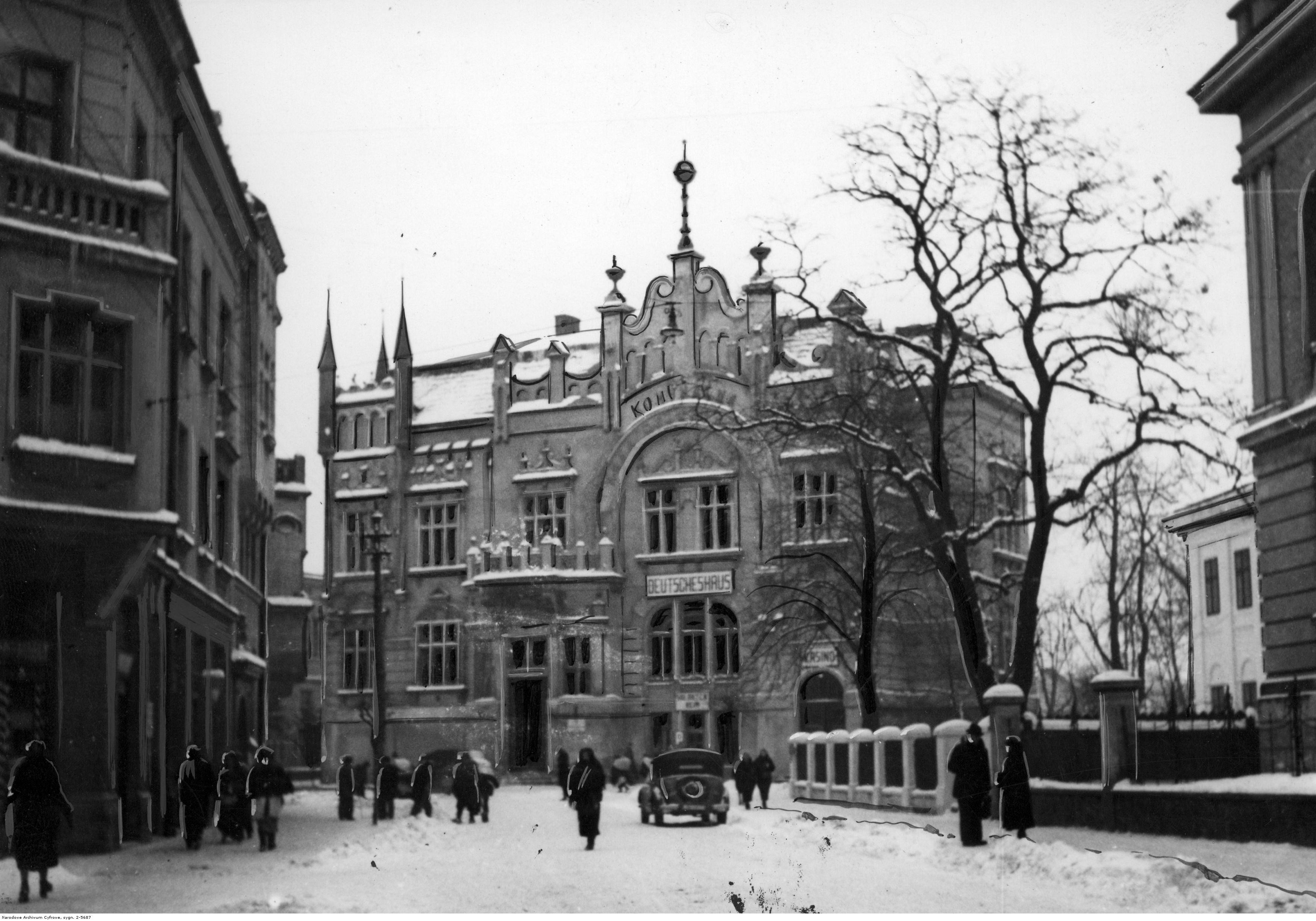 Dom Niemiecki - widok zewnętrzny zimą, rok 1941-03