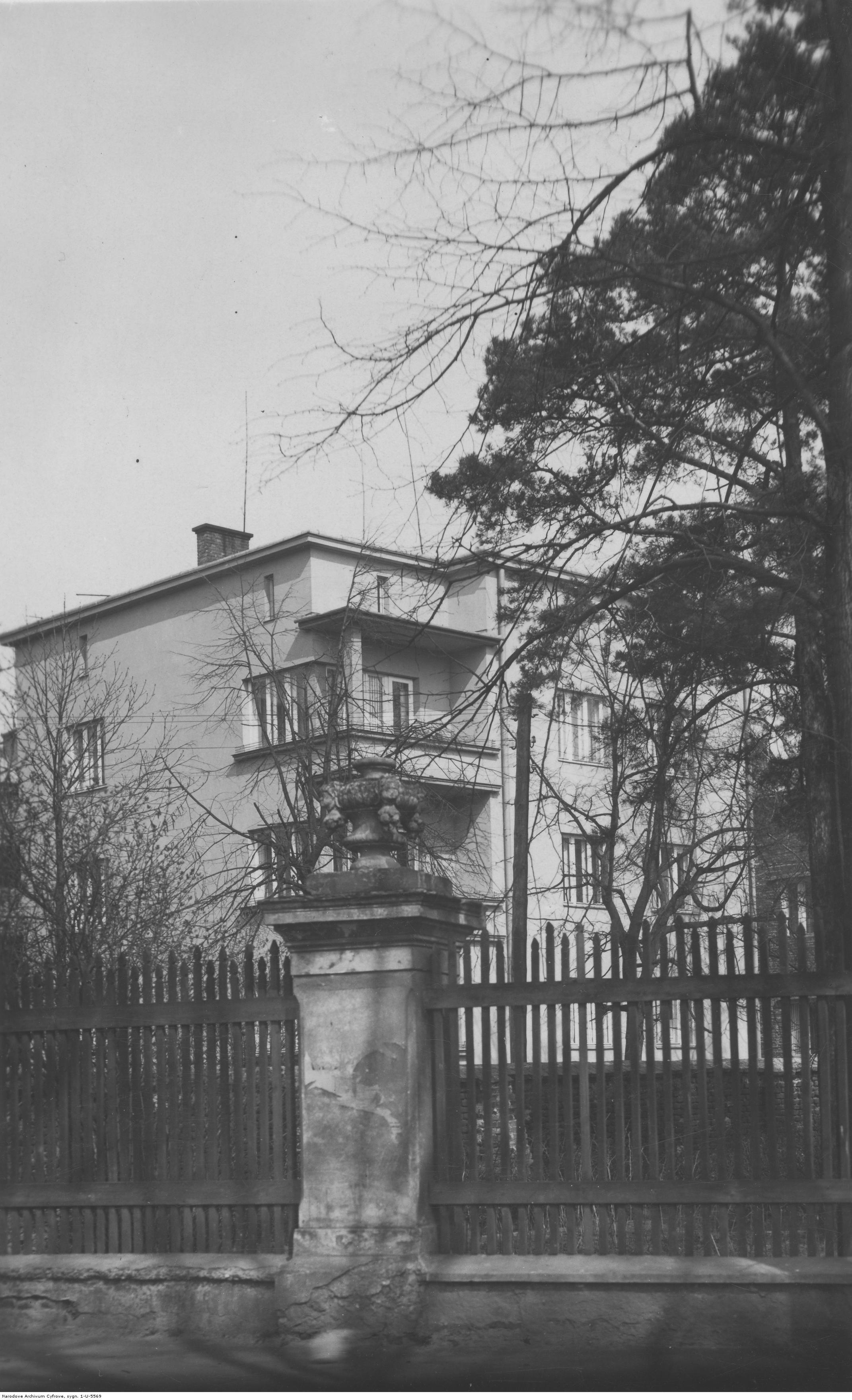 Nowoczesna kamienica w Rzeszowie, rok 1918-1939