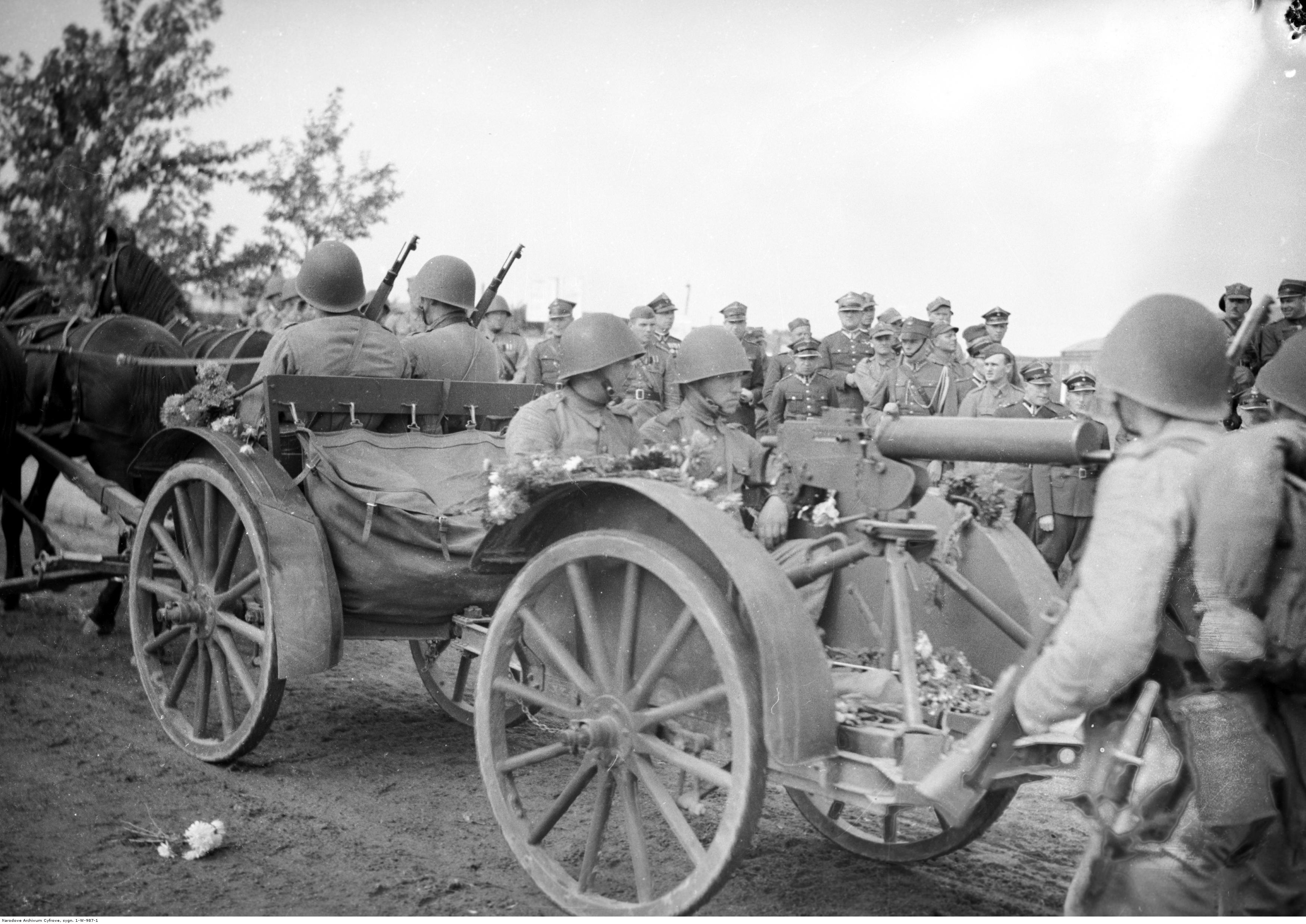 Powrót wojska po manewrach do Rzeszowa. Taczanka konna z ciężkim karabinem maszynowym Browning wz. 30., rok 1938-09