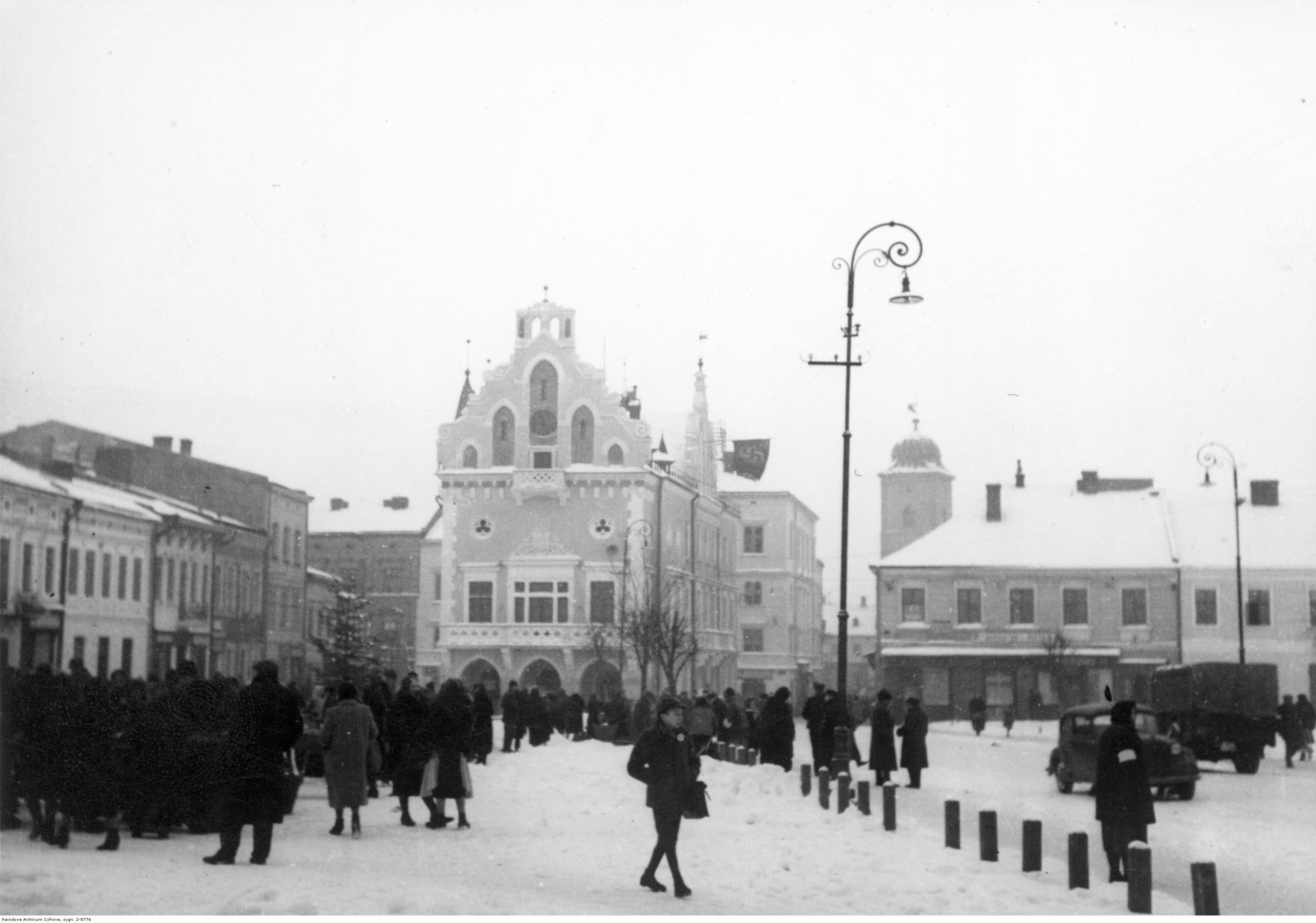 Rynek i ratusz w Rzeszowie- widok zimą, rok 1939 - 1945