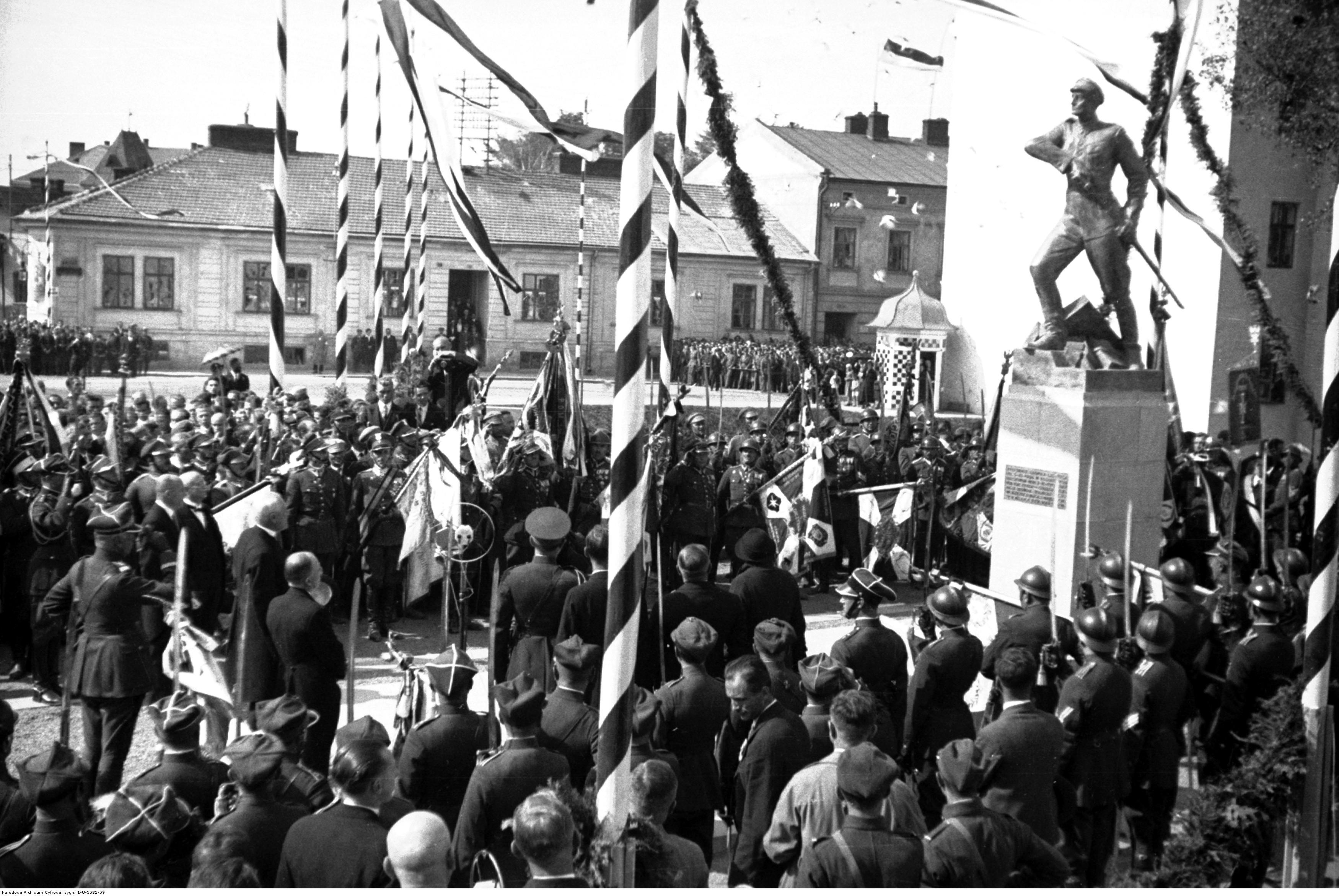 Rzeszów. Uroczystość odsłonięcia pomnika Leopolda Lisa-Kuli. Przemówienie prezydenta Ignacego Mościckiego pod pomnikiem, rok 1932-09-19