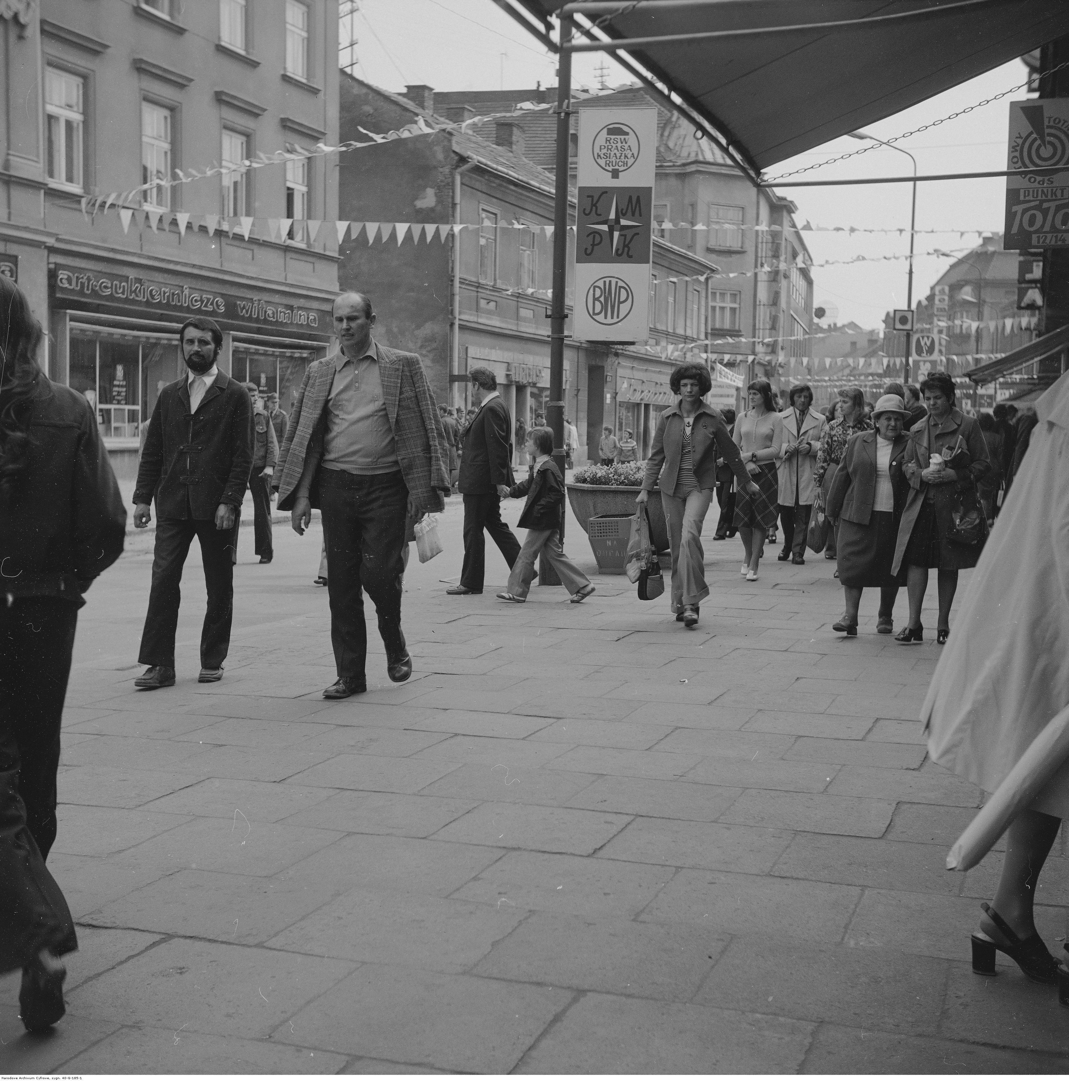 Rzeszów, ulica w centrum miasta, rok 1974-05-12